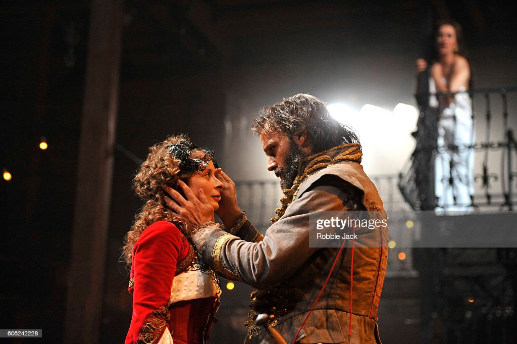 """""""The Rover"""" Performed By The Royal Shakespeare Company : Nachrichtenfoto"""