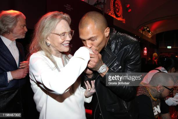 """Faye Dunaway and Model Jeremy Meeks during the Lambertz Monday Night 2020 """"Wild Chocolate Party"""" on February 3, 2020 in Cologne, Germany."""