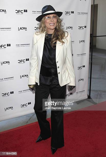Faye Dunaway arrives at A Tribute to Norman Jewison at LACMA on April 17, 2009 in Los Angeles, California.