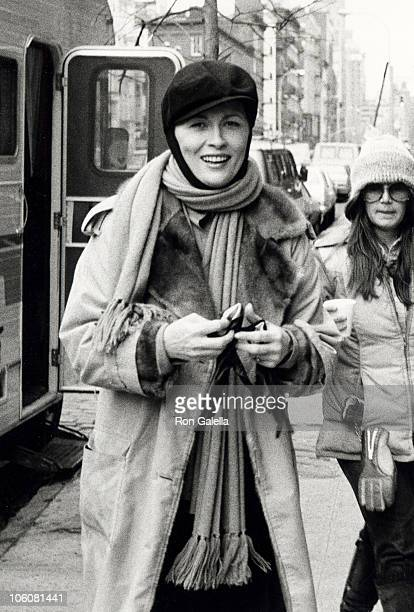 Faye Dunaway during On Location Filming 'Eyes' December 9 1977 at Houston Street in New York City New York United States