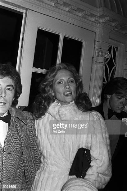 Faye Dunaway wearing a white fur with Alan Bates circa 1970 New York