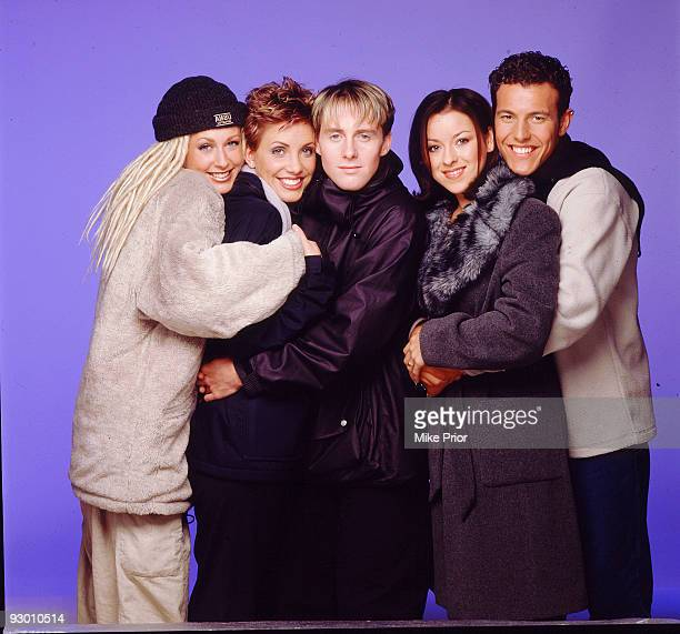 LR Faye Tozer Claire Richards Ian 'H' Watkins Lisa ScottLee and Lee LatchfordEvans of pop band Steps pose for a studio group portrait session in 1998...