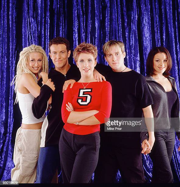 LR Faye Tozer Lee LatchfordEvans Claire Richards Ian 'H' Watkins and Lisa ScottLee of pop band Steps pose for a studio group portrait session in 1998...
