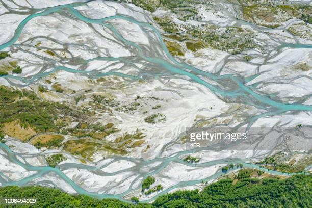 fåbergstølsgrandane sandur river delta, jostedalen national park, noorwegen - broek stockfoto's en -beelden