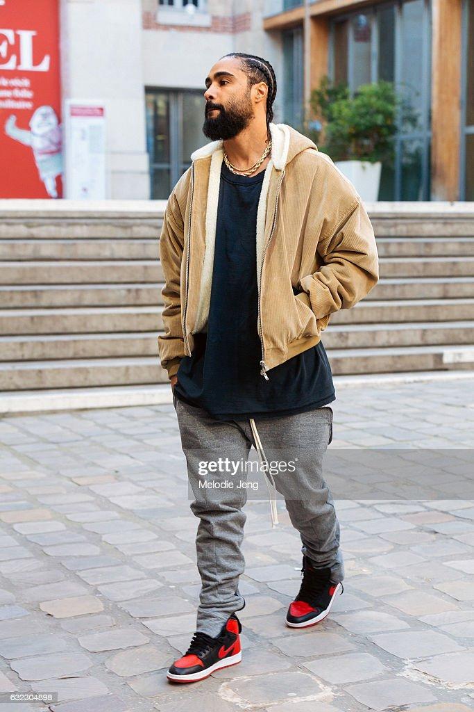 Street Style : Paris Fashion Week - Menswear Fall/Winter 2017/2018 : Day Four : News Photo