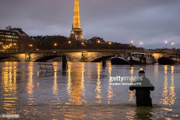 FRANCE Feature of the banks of the Seine on January 24 2018 in Paris France The level of the river is expected to reach a peak on Friday equivalent...