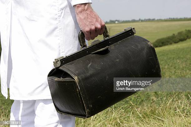 Feature to the topic shortage of doctors in the country Our picture shows a bag of a country doctor