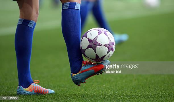 Feature Typical Aktion Ball Rasen Puma adidas Fussballschuhe VfL Wolfsburg FFC Turbine Potsdam UEFA Championsleague Halbfinale Womens Championsship...