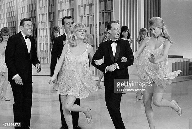 S UPTOWNDOWNTOWN SHOW featuring from left Andy Griffith Goldie Hawn Don Knotts and Maggie Peterson Negs dated February 5 1967 Broadcast date February...