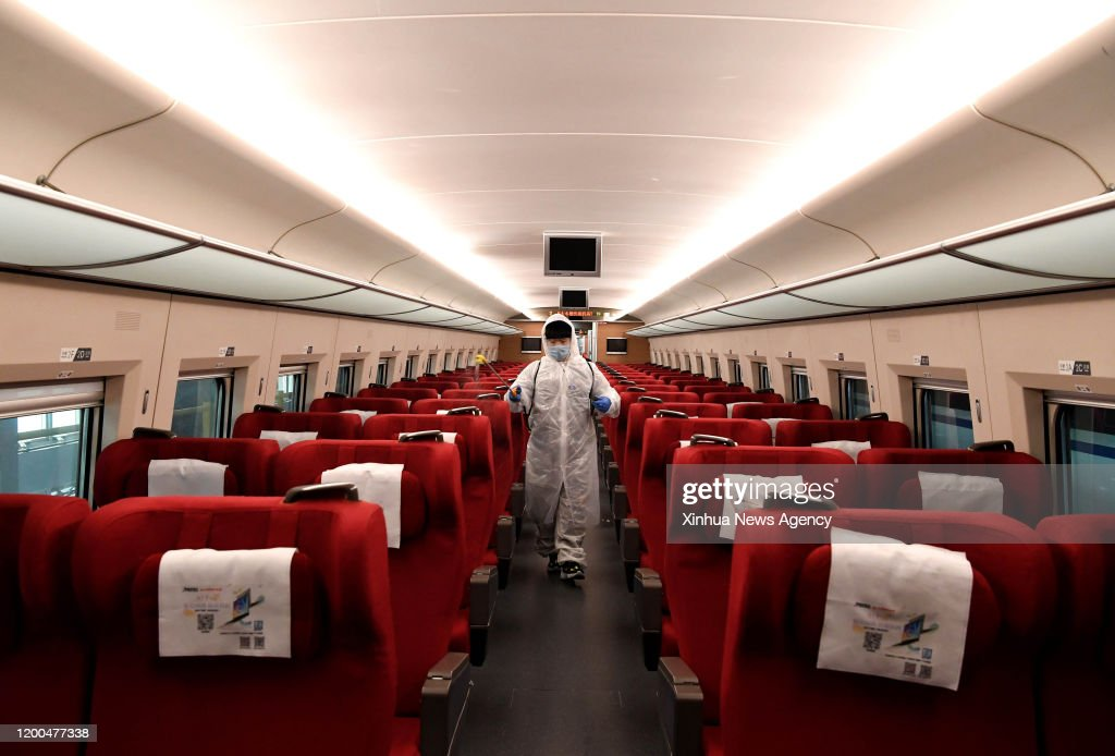 CHINA-HENAN-ZHENGZHOU-HIGH-SPEED RAILWAY-CLEANING-NOVEL CORONAVIRUS (CN) : ニュース写真