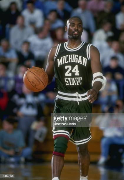 Guard Shawn Respert of the Michigan State Spartans moves the ball during a game against the Northwestern Wildcats Michigan State won the game 6055...
