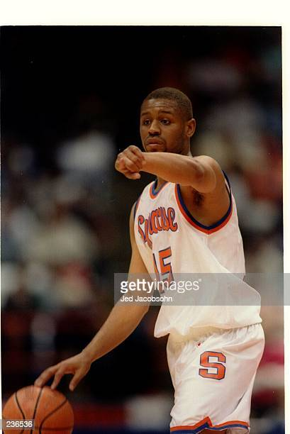 SYRACUSE ORANGEMEN GUARD ADRIAN AUTRY SETS UP THE OFFENSE DURING A BIG EAST CONFERENCE GAME WITH THE ST JOHN''S
