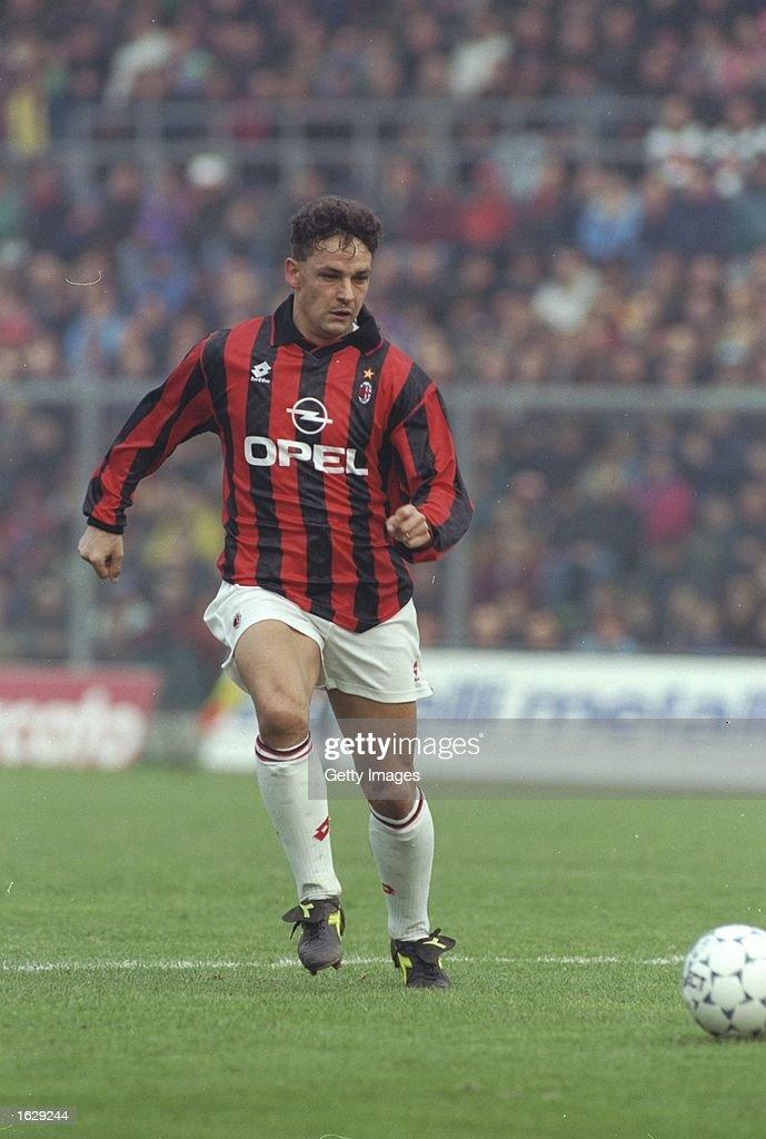 Roberto Baggio of AC Milan : News Photo