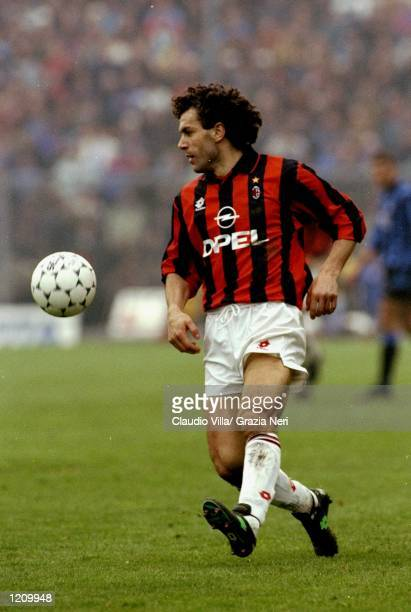 Roberto Donadoni of AC Milan on the ball during the Serie A match against Atalanta in Bergamo Italy Mandatory Credit Claudio Villa /Allsport