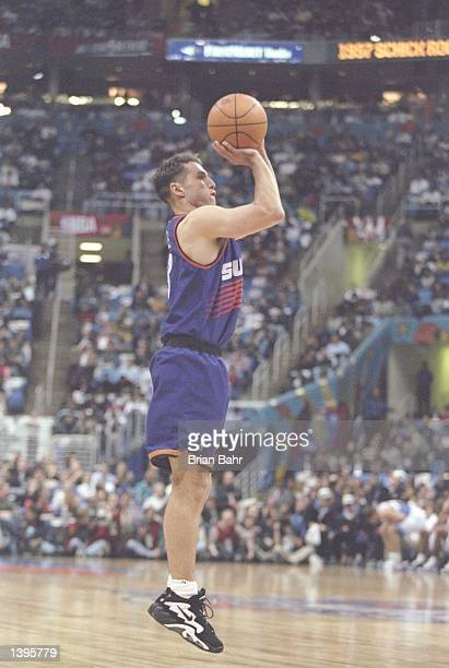 Guard Steve Nash of the Phoenix Suns shoots the ball during the NBA AllStar Rookie Game at the Gund Arena in Cleveland Ohio Mandatory Credit Brian...