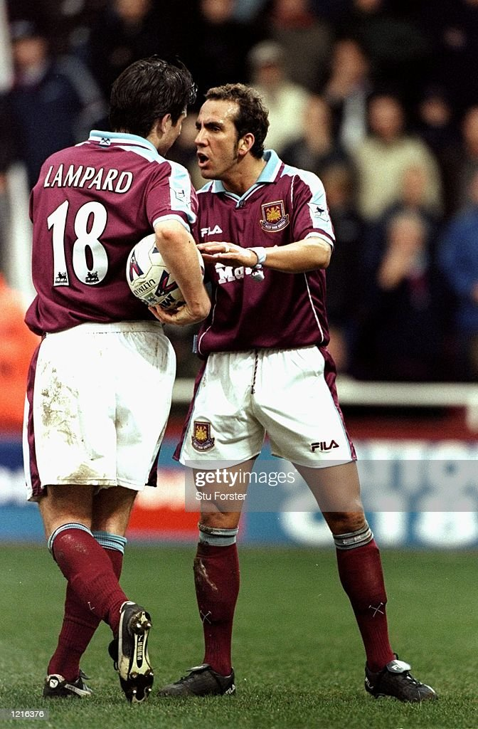 Frank Lampard and Paulo Di Canio of West Ham : News Photo