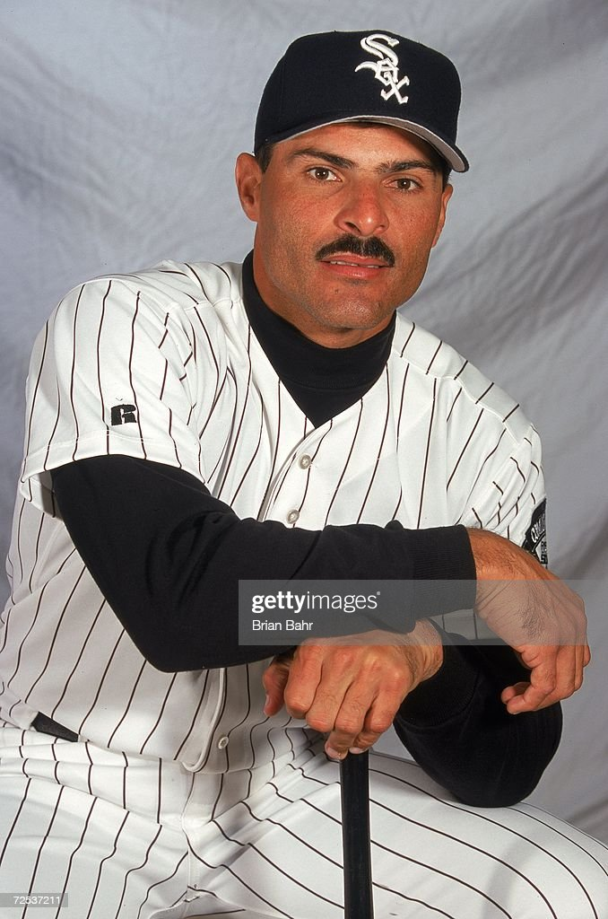 Schön Infielder Jose Valentin Of The Chicago White Sox Poses For A Studio  Portrait During Spring Training