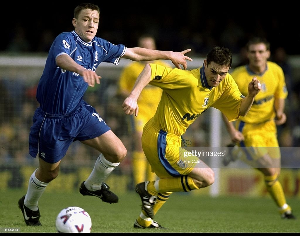 John Terry of Chelsea and Andy Thomson of Gillingham : News Photo