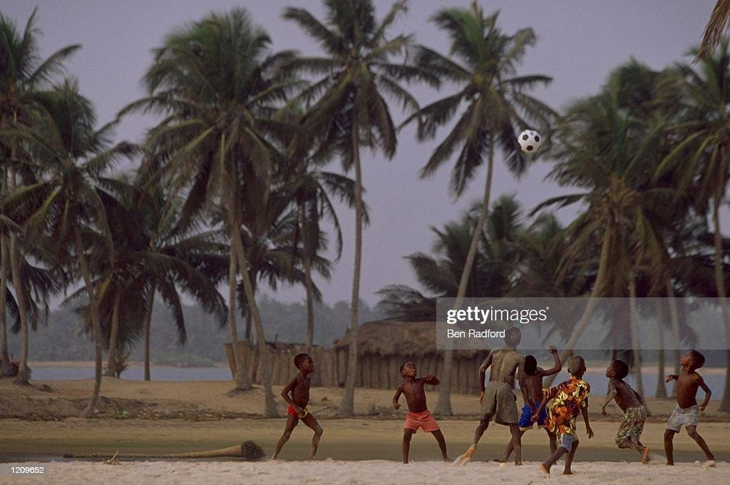 Kids playing beach football : News Photo