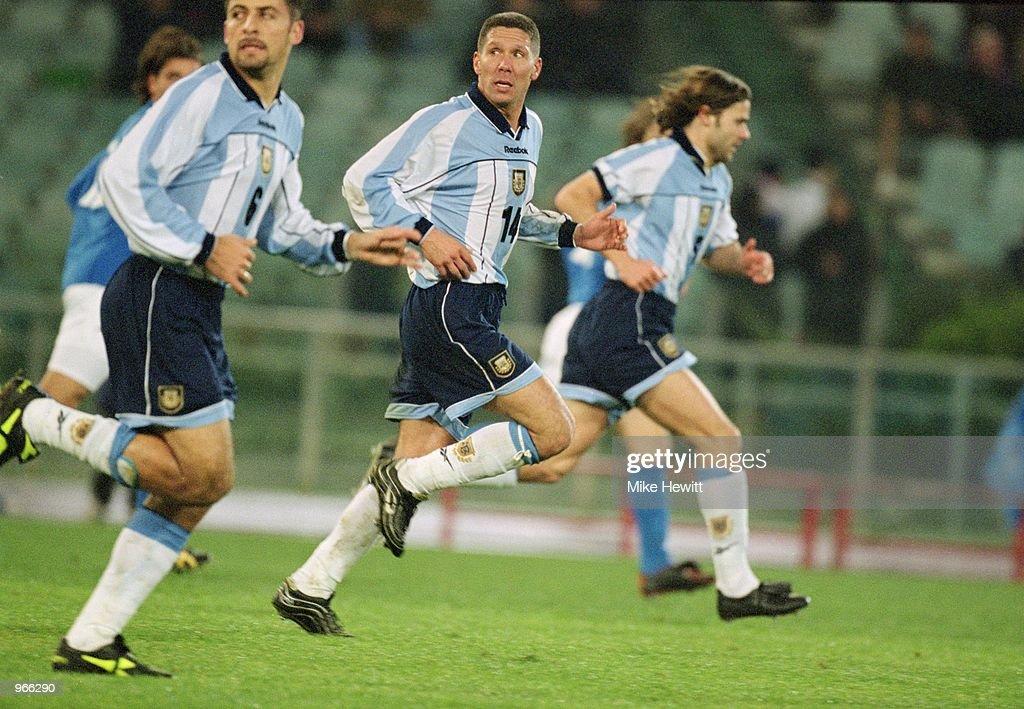 Walter Samuel Diego Simeone And Mauricio Pochettino Of Argentina In News Photo Getty Images