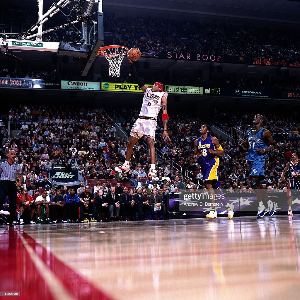 Iverson drives to the basket for a layup : News Photo