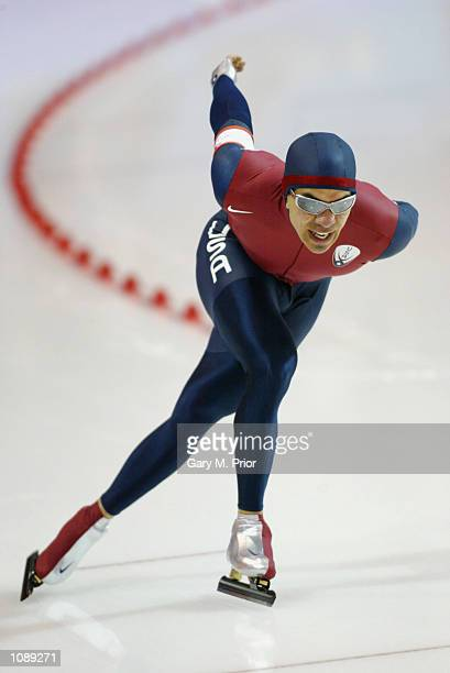Derek Parra of the USA in action and on his way to the silver medal during the men's 5000m speed skating event during the Salt Lake City Winter...