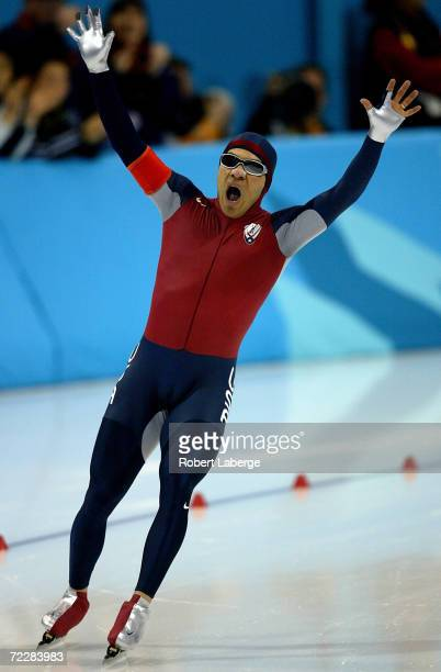 Derek Parra of the USA wins the gold medal in a new World and Olympic record time during the men's 1500m speed skating event during the Salt Lake...