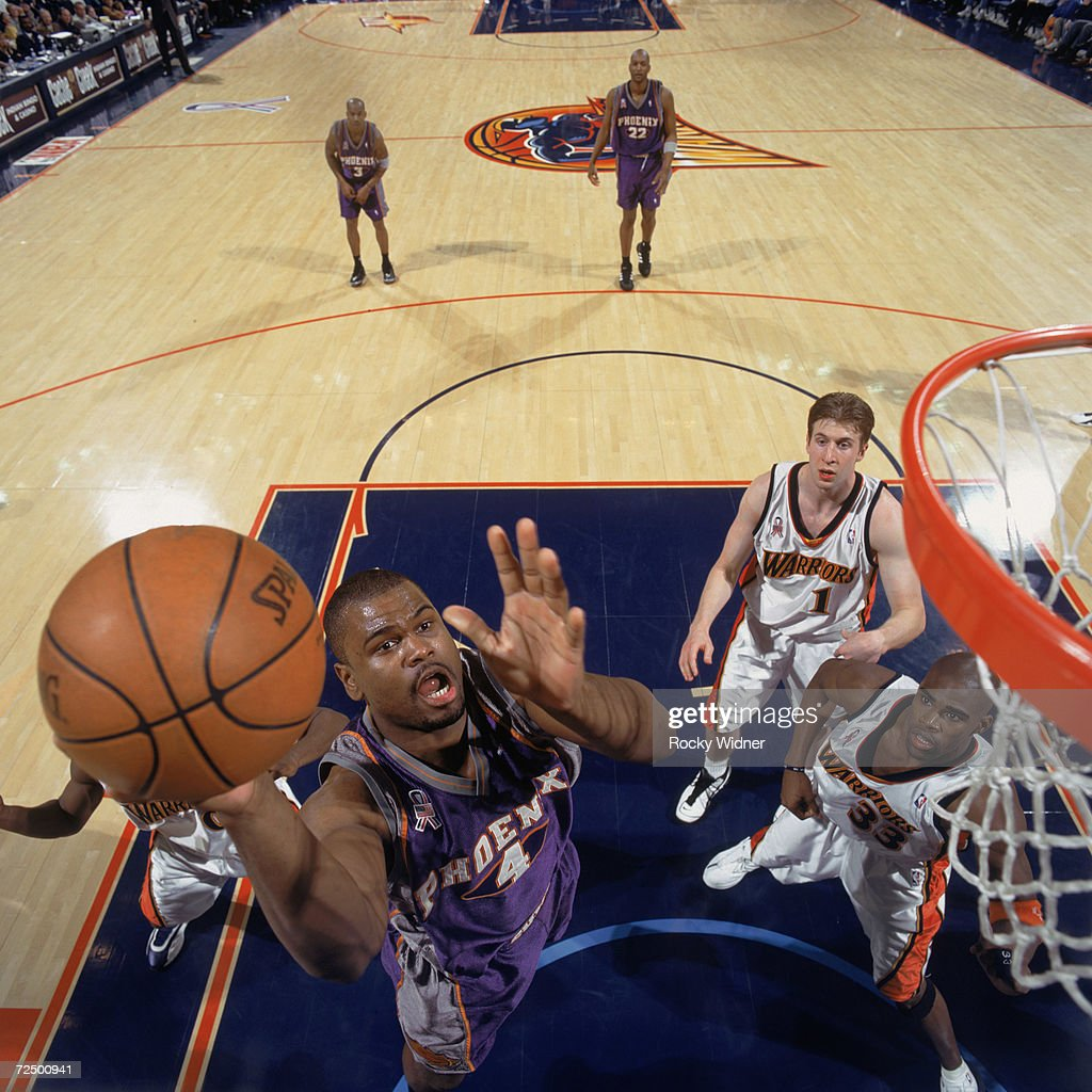 Alton Ford #4 of the Phoenix Suns shoots the ball. : News Photo