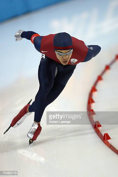 Gold medal winner Derek Parra of the USA wins in a World and Olympic record time of 14395 during the men's 1500m speed skating event during the Salt...