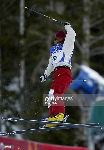 Jennifer Heil of Canada in action during qualifying for the women's moguls final at the Salt Lake City Winter Olympic Games at the Deer Valley Resort...