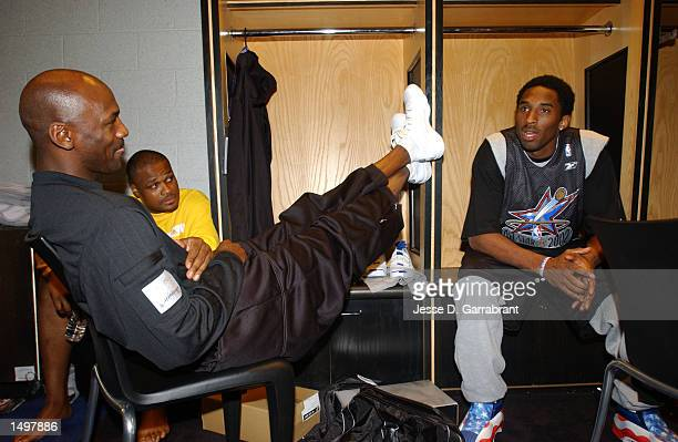 Kobe Bryant right of the West AllStar's talks with Michael Jordan and Antoine Walker from the East Allstar's before practice during AllStar weekend...