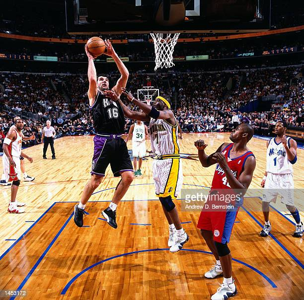Peja Stojakovic of the Sacramento Kings shoots over Jermaine O''Neal of the Indiana Pacers during the 2002 NBA All Star Game at the First Union...