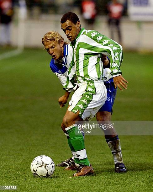 Ruben Navarro of Alaves and Denilson of Real Betis in action during the Primera Liga match between Alaves and Real Betis played at Mendizorroza...