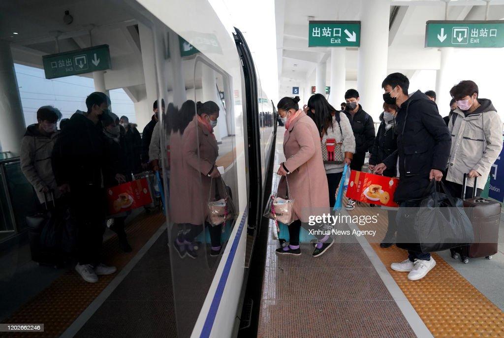 CHINA-HENAN-CUSTOMIZED TRAIN-RETURN TO WORK (CN) : News Photo