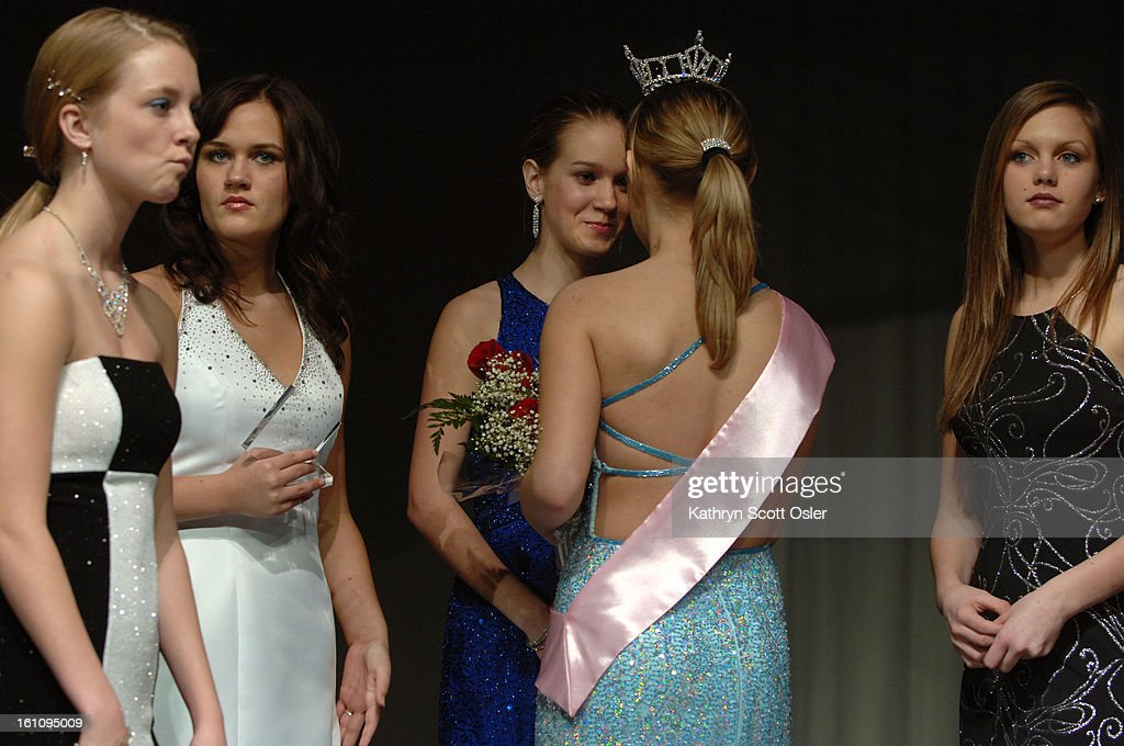 BROKEN ARROW, OK., Feb. 24, 2007- After being crowned Miss Broken Arrow, Kelli Leech,<cq>16, meets with her fellow contestants. From left to right, Wesli Dotson,<cq> 15, Maddie Pritner,<cq> 16, Kourtney Trent,<cq> 15, and Courtney Tennant,<cq> 15. (DENVER : News Photo