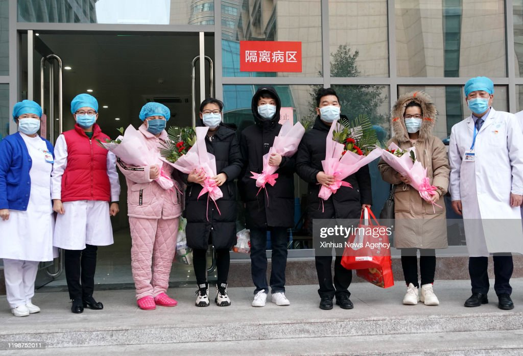 CHINA-HENAN-ZHENGZHOU-CORONAVIRUS-CURED PATIENT (CN) : News Photo