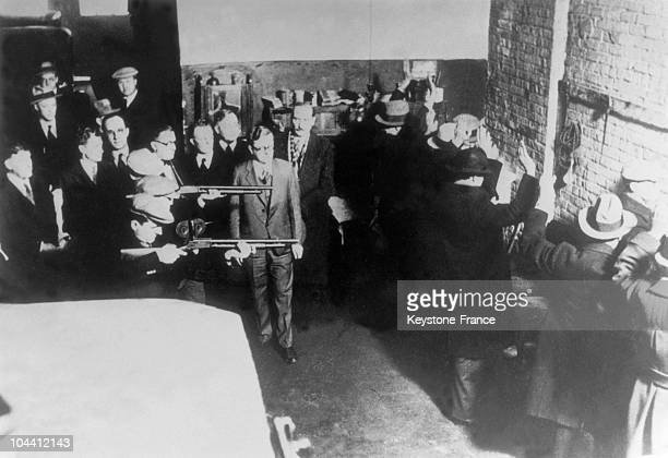 February 14 1929: Hit-men recruited by Jack MACGURN, a lieutenant of Al CAPONE, in a garage of Chicago, a hideout for illegal alcohol consumption....