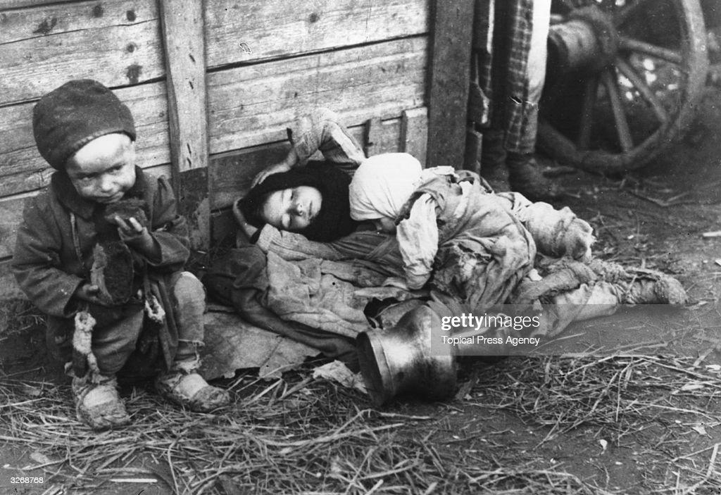 Starving Children : News Photo