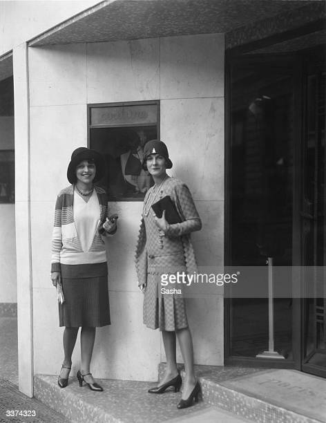 Edna Peters the 'Typical American Girl' and the Viscountess Castlerosso at the entrance to a couturier's during a shopping exhibition