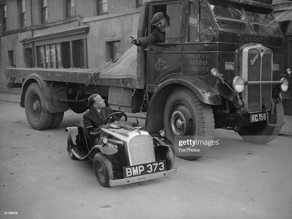 A lorry driver talking to the driver of a midget car in Cardiff.
