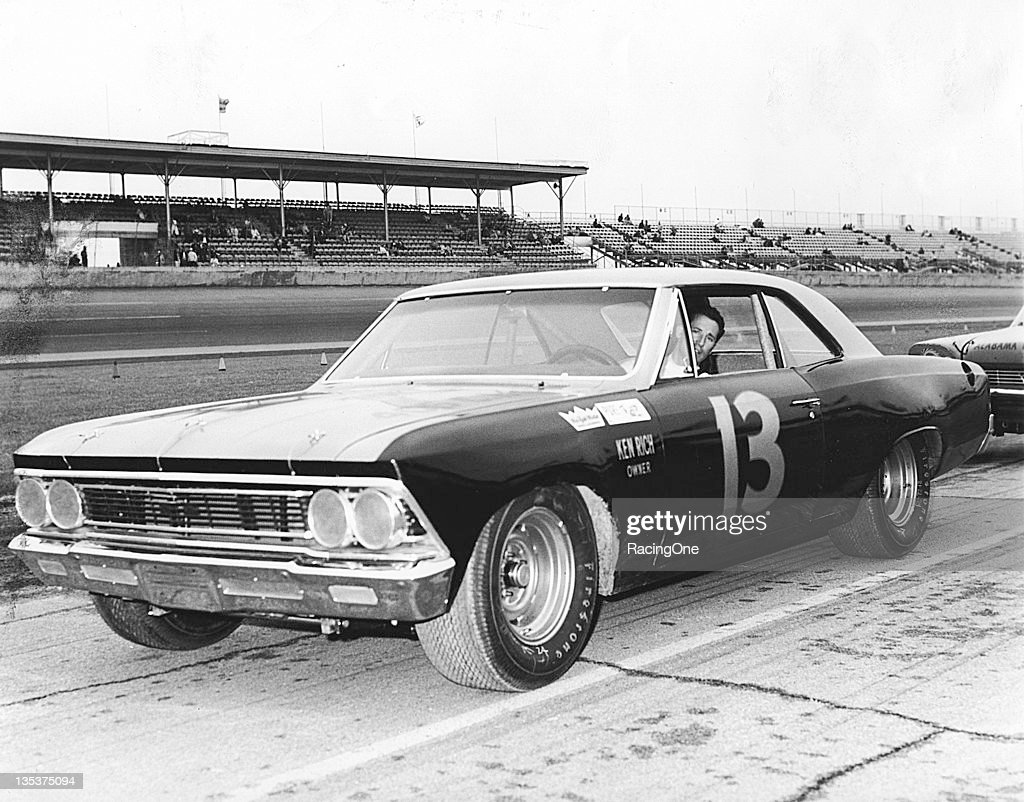Mario Andretti - Yunick Chevelle - Daytona 1966 : News Photo