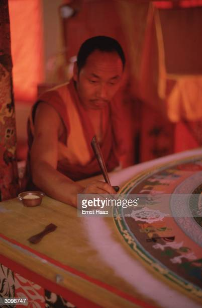 Buddhist monk tracing the Kalachakra mandala with coloured sand during the Kalachakra Initiation Ceremony in Bodhgaya in the state of Bihar in...