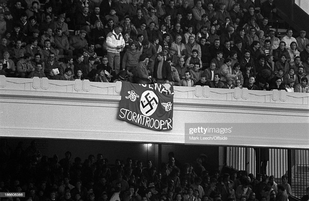 Swastika banner at Arsenal v Tottenham 1987 : Nyhetsfoto