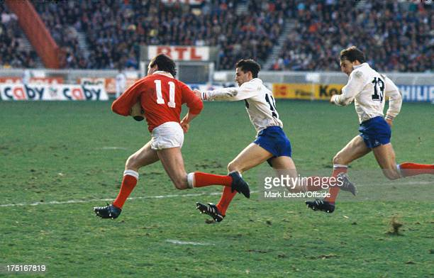 07 February 1987 Paris 5 Nations Rugby France v Wales Welsh winger Ieaun Evans runs for the line tracked by Eric Bonneval and Philippe Sella