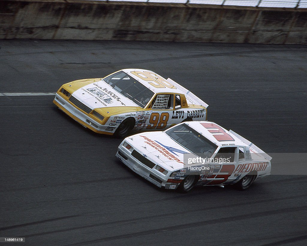Ricky Rudd duels with Joe Ruttman on the high banks of Daytona