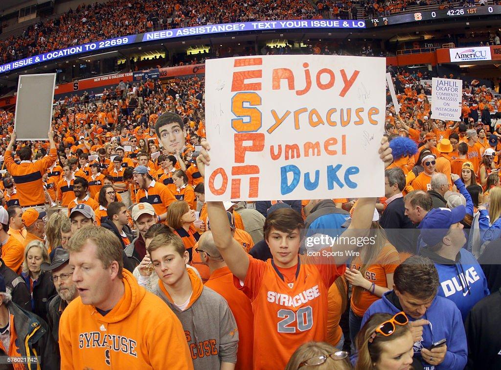 Syracuse Orange Fans Cheer During Ncaa Basketball Game Between Duke