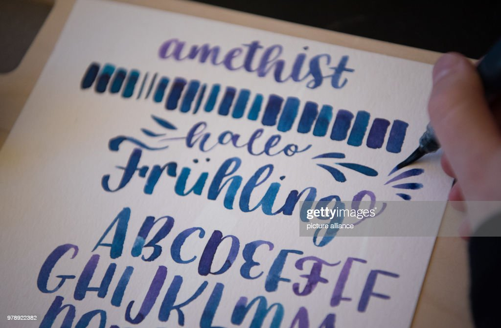 Handlettering Spezialist And Illustrator Annika Sauerborn Designing The Word Fruehling Lit
