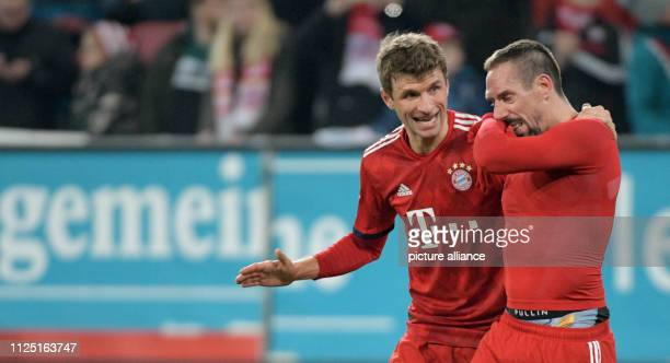 Soccer Bundesliga FC Augsburg FC Bayern Munich 22nd matchday in the WWKArena Thomas Müller from Munich discusses with Franck Ribery Photo Stefan...