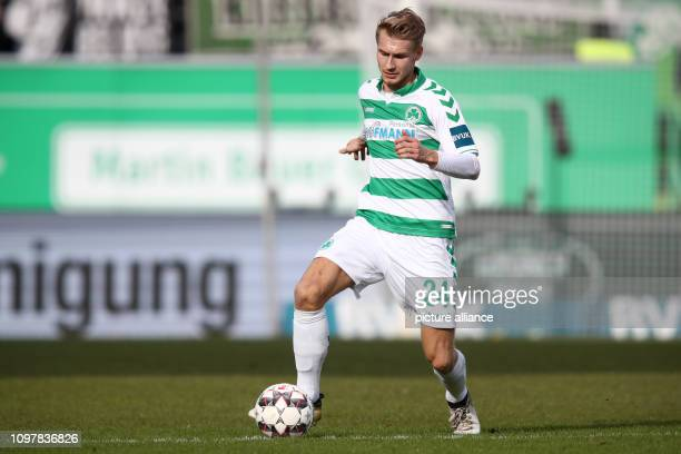 Soccer 2nd Bundesliga SpVgg Greuther Fürth MSV Duisburg 21st matchday at the Sportpark Ronhof Thomas Sommer Maximilian Sauer from Fürth plays the...