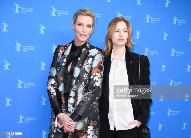 69th Berlinale Premiere Peter Lindbergh Women's Stories Berlinale Special Nadja Auermann and daughter Cosima Models Photo Britta Pedersen/dpa